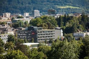 Blick auf Austria Trend Hotel Congress Innsbruck aus der Vogelperspektive