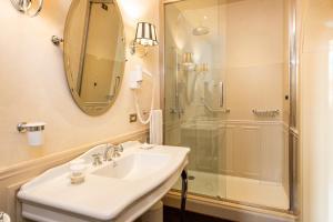 Un baño de Grand Hotel Baglioni