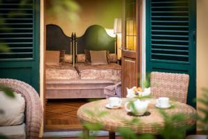A bed or beds in a room at Grand Hotel Baglioni