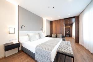 מיטה או מיטות בחדר ב-Catalonia Barcelona Plaza