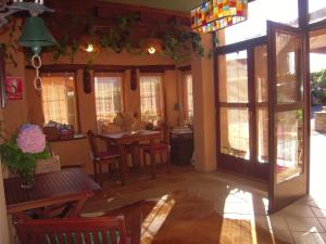 A restaurant or other place to eat at Hotel Rural Aguilar Cudillero