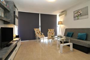 A seating area at Apartment Los Ranchos 4-1