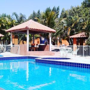 A piscina localizada em Pousada Raio de Luz ou nos arredores