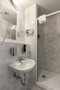 A bathroom at a&o Stuttgart City
