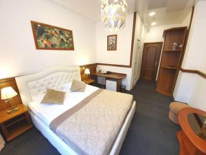 Кровать или кровати в номере Krasny Terem Hotel