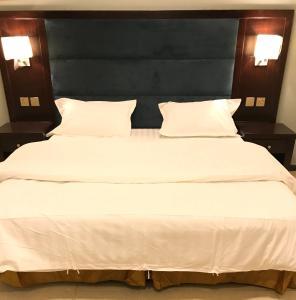 Cama ou camas em um quarto em Noon Furnished Apartments