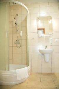 Łazienka w obiekcie Hotel Oaza