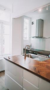 Cuisine ou kitchenette dans l'établissement Outsite Coliving Biarritz