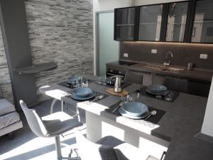 A kitchen or kitchenette at Pitti Apartment