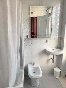 A bathroom at Safira
