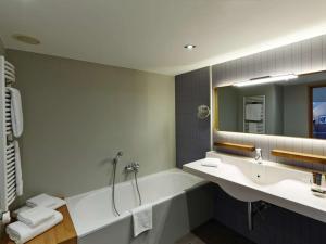 A bathroom at Novotel München City