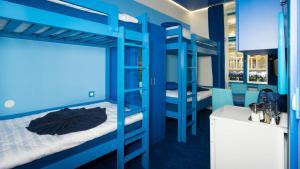 Letto o letti a castello in una camera di Apartment COLOURS - your 7 colour experience in centre of Prague