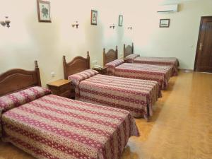 A bed or beds in a room at Hostal Bellido