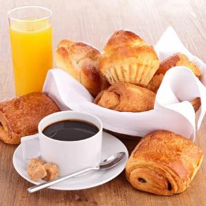 Breakfast options available to guests at RAIS