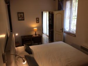 Un ou plusieurs lits dans un hébergement de l'établissement Auberge La Pomme de Pin