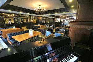 A restaurant or other place to eat at Dedeman Palandoken Ski Lodge Hotel