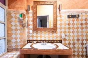 Ein Badezimmer in der Unterkunft Riad Laila