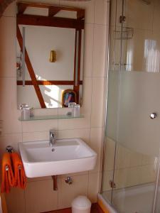 A bathroom at Gästezimmer Schanz-Hilbel