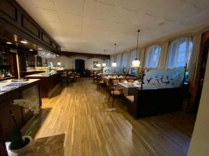 Ein Restaurant oder anderes Speiselokal in der Unterkunft Hotel Herbstein