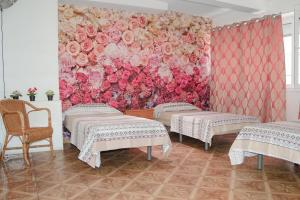 A bed or beds in a room at Hostal Ideal Sants