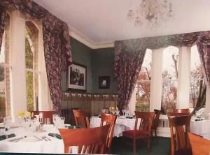 A restaurant or other place to eat at Lisburn House Dunedin