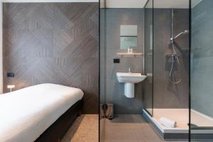 Ванная комната в The Market by Parkhotel