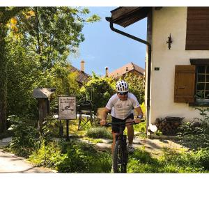 Biking at or in the surroundings of La Forge de Diogne, 2 pces spacieux et lumineux