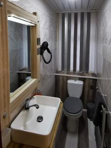 A bathroom at Somerset House Apartments