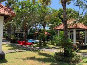 A garden outside D'Mell Bali