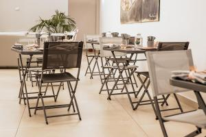 A restaurant or other place to eat at Il Tesoro Smart Suite & SPA