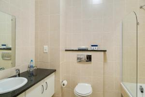 A bathroom at Protea Hotel by Marriott George King George