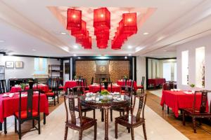 A restaurant or other place to eat at Grand China Hotel