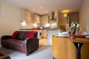 A kitchen or kitchenette at Flexi-Lets@Old Rectory Court, Frimley