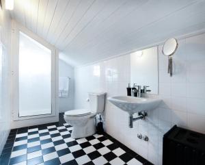 Uma casa de banho em OportoHouse