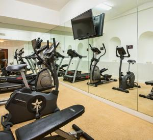 The fitness center and/or fitness facilities at Nob Hill Hotel
