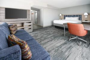 A television and/or entertainment center at Hampton Inn & Suites Tampa Ybor City Downtown