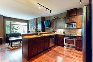 A kitchen or kitchenette at Powder View