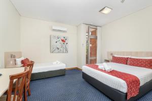 A bed or beds in a room at Alloggio Tudor Hamilton