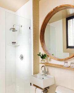 A bathroom at Palihotel San Francisco