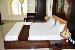 A bed or beds in a room at Roopkatha Hotel Kalimpong