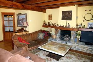 A seating area at Salardu magnifica casa