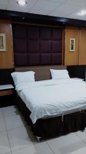 Cama ou camas em um quarto em Al NayfahFurnished units