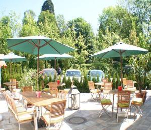 Ein Restaurant oder anderes Speiselokal in der Unterkunft Maxhotel