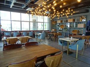 A restaurant or other place to eat at Teknosports Otel