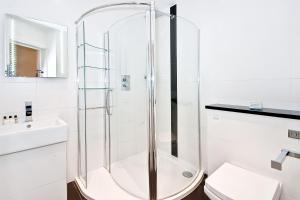 A bathroom at Apartment 1, 48 Bishopsgate