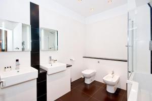 A bathroom at Apartment 2, 48 Bishopsgate