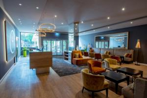 The lounge or bar area at Caravelle Hotel im Park
