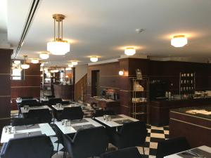 A restaurant or other place to eat at Gatsby Hotel Blankenberge - Small Luxury Hotel - Meeting Room - Adults Only