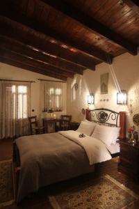 Ένα ή περισσότερα κρεβάτια σε δωμάτιο στο Chateaux Constantin Agistro