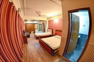 A bed or beds in a room at Ballagio Isb